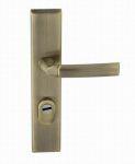 81028- klika vchodová pravá+zabezpečení staromosaz