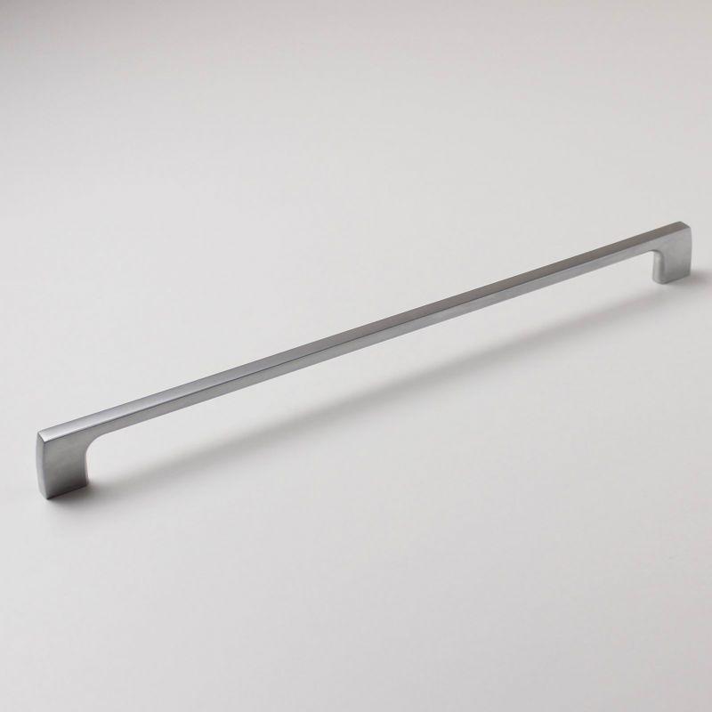 770009 - úchytka rozteč 320mm / Satén chrom