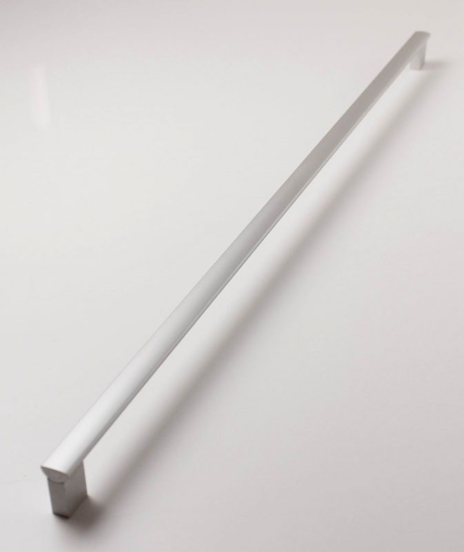 770159 - úchytka rozteč 608mm / hliník AL